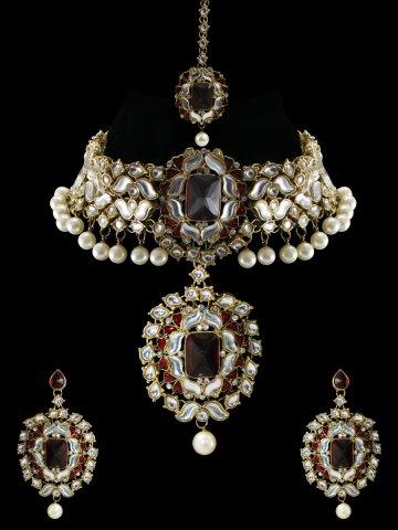 https://static5.cilory.com/368162-thickbox_default/kiara-series-kundan-bridal-necklace-set-with-maang-tikka.jpg