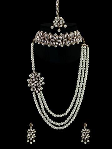 https://static5.cilory.com/399313-thickbox_default/kundan-necklace-set-with-maang-tikka.jpg