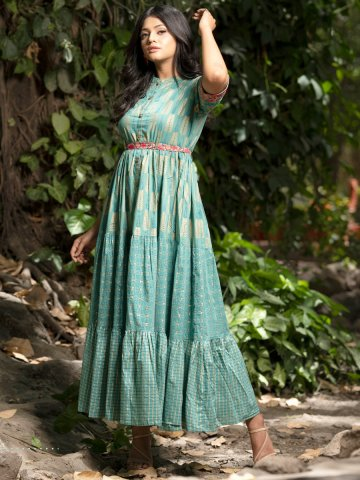 https://static3.cilory.com/406598-thickbox_default/psyna-green-flared-kurti-with-belt.jpg