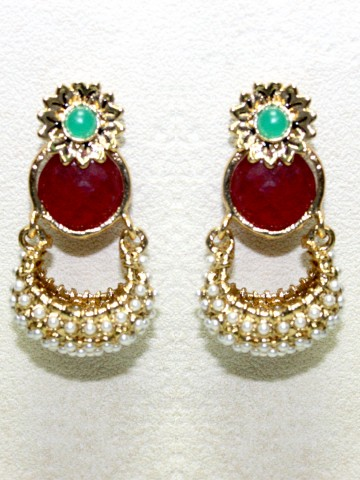 https://static4.cilory.com/41942-thickbox_default/ethnic-polki-work-earrings-carved-with-stone-and-beads.jpg