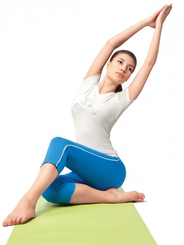 https://static5.cilory.com/48912-thickbox_default/hanes-yoga-stretch-capri.jpg